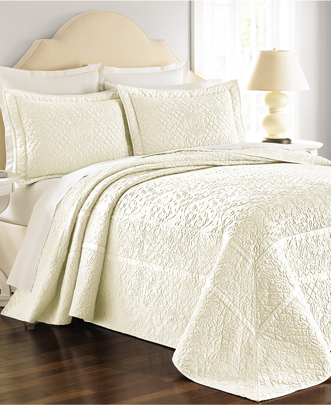oversized and size quilt coverlets quilts dimensions comforter s king california bedspreads beds sets for