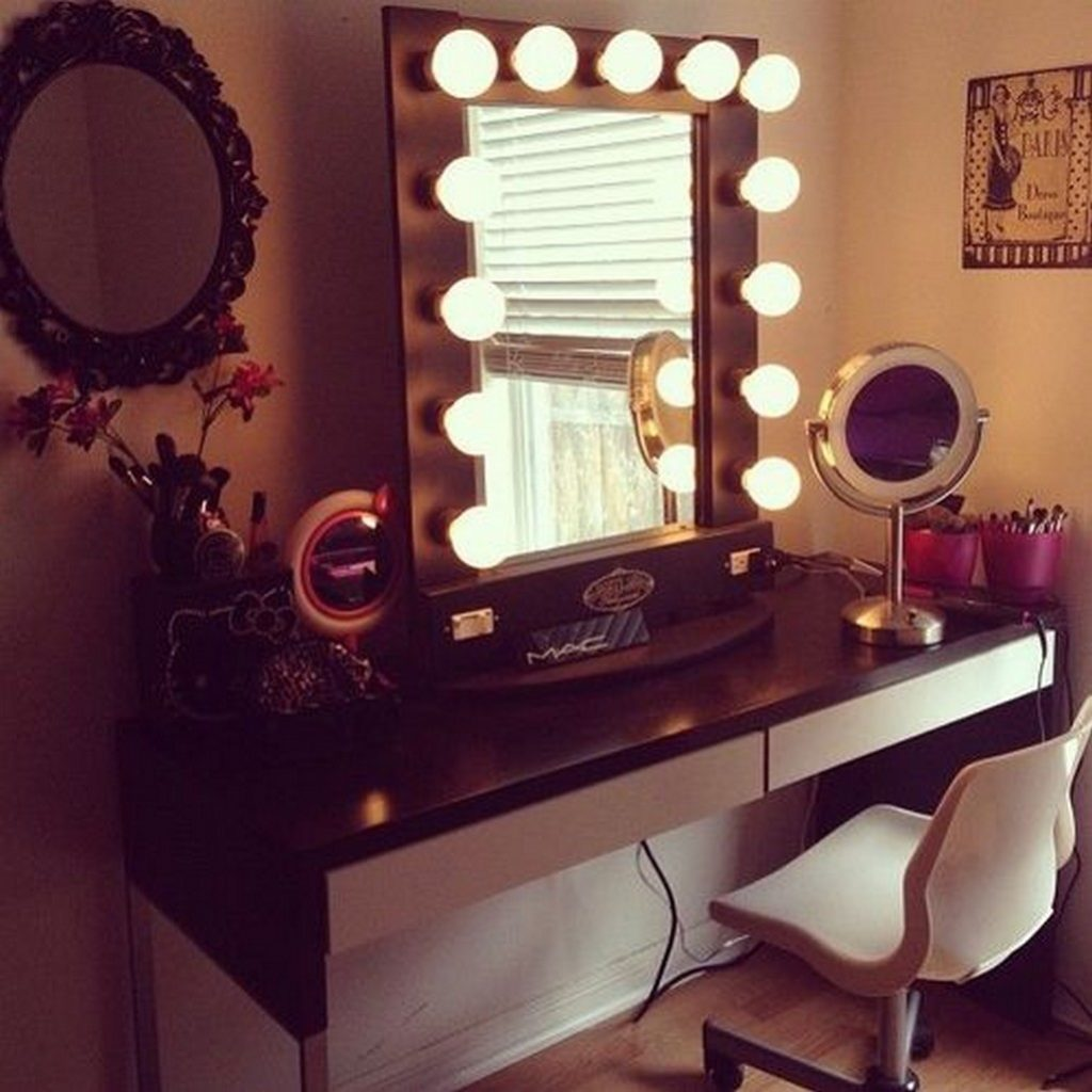 Best Vanity Mirror For Makeup. Best Lighted Makeup Mirror  Light Up Vanity Table with Bedroom Large With Lights