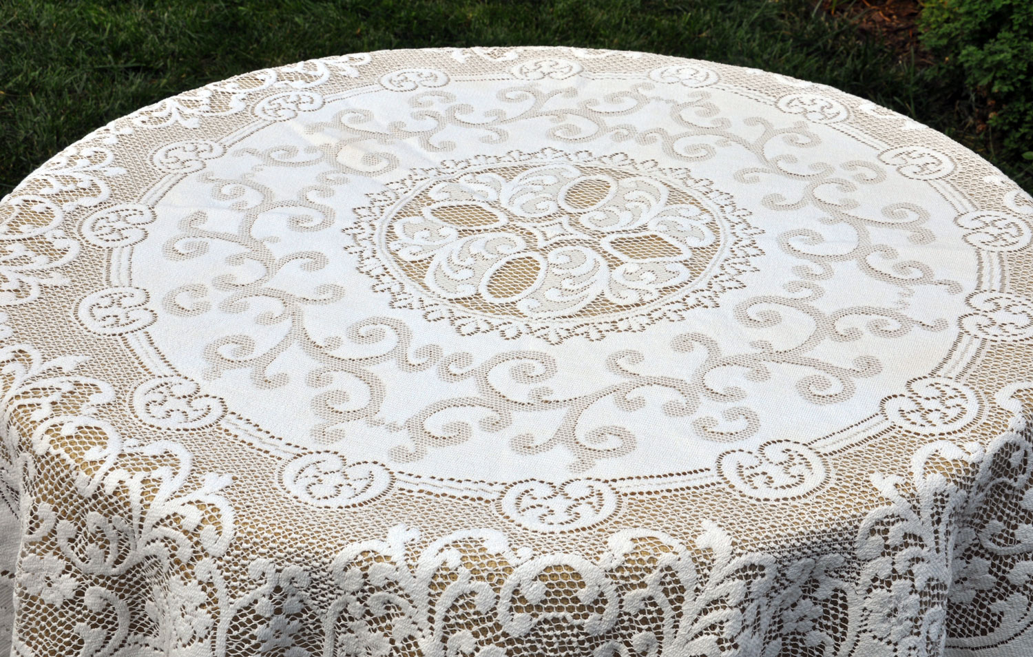 Bulk Lace Tablecloths | 60 Inch Round Tablecloths | Lace Tablecloths