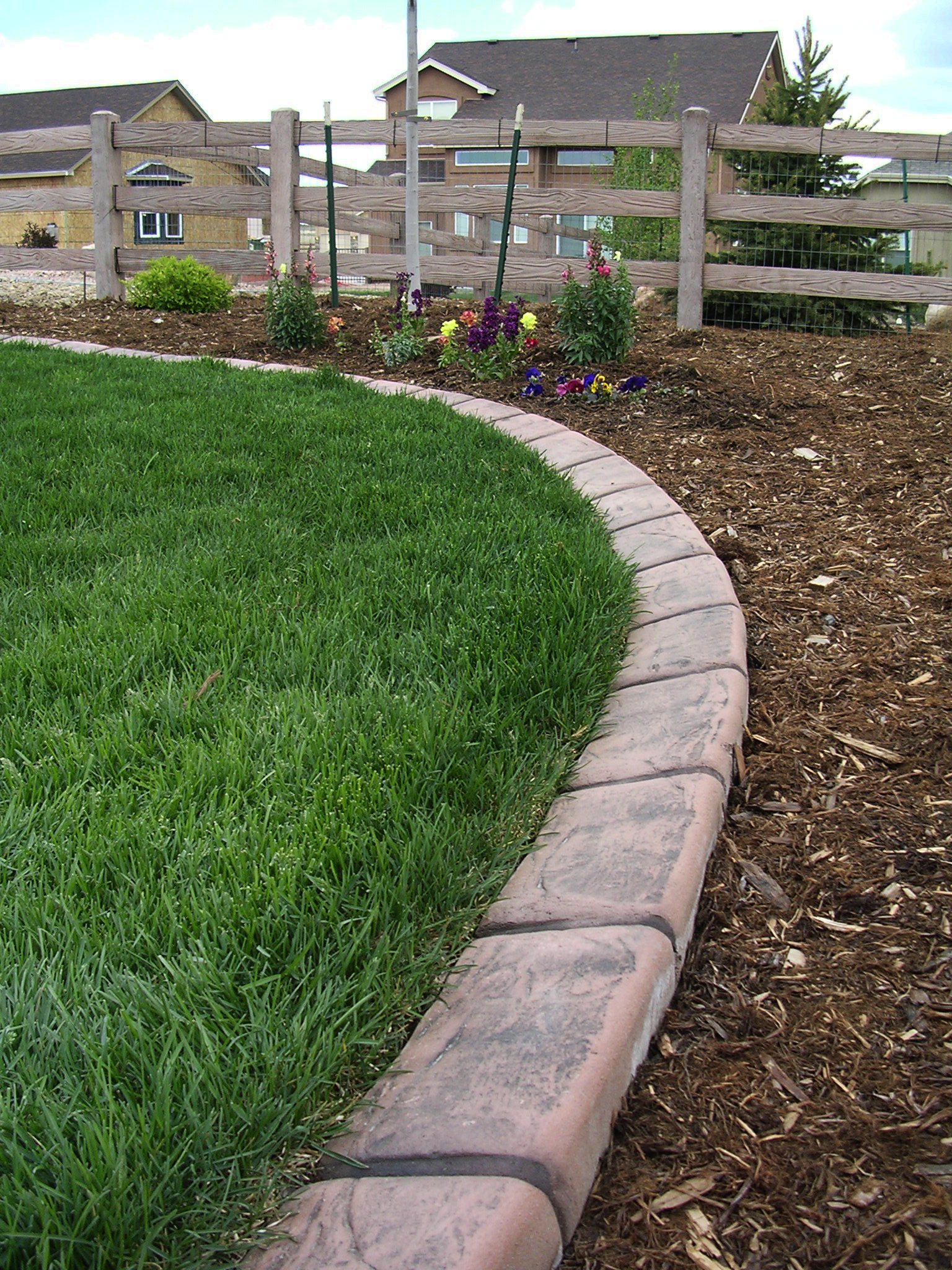Decor cheap landscape border landscape edging ideas for Mulch border ideas