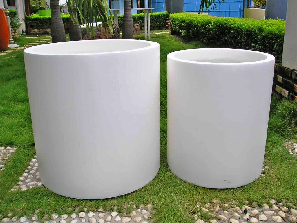 Furniture large lightweight planters outdoor planter for Contemporary garden planters