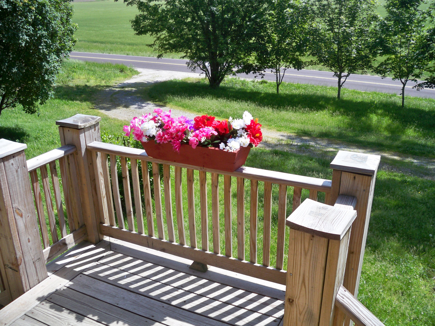 Decor deck planters deck railing planter boxes deck rail planters flower boxes for porch railings deck railing planter boxes deck rail planters baanklon Images