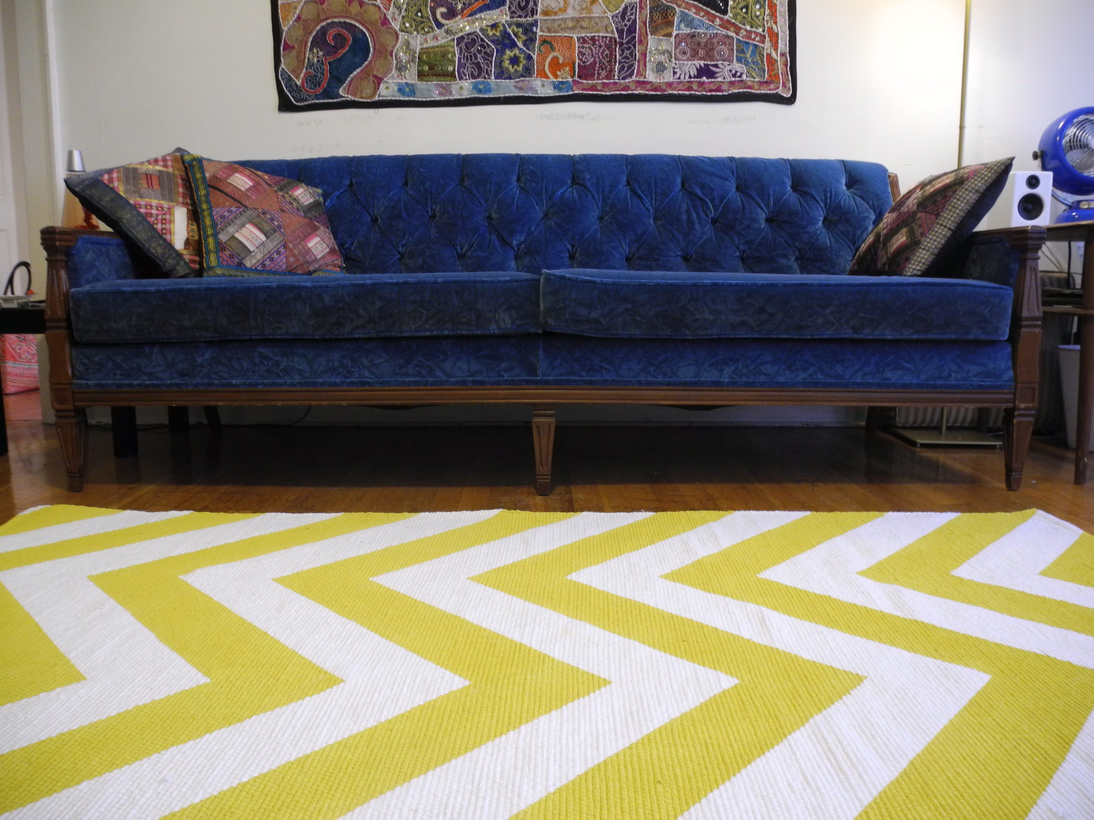 Yellow and white chevron area rug roselawnlutheran for Yellow rug ikea