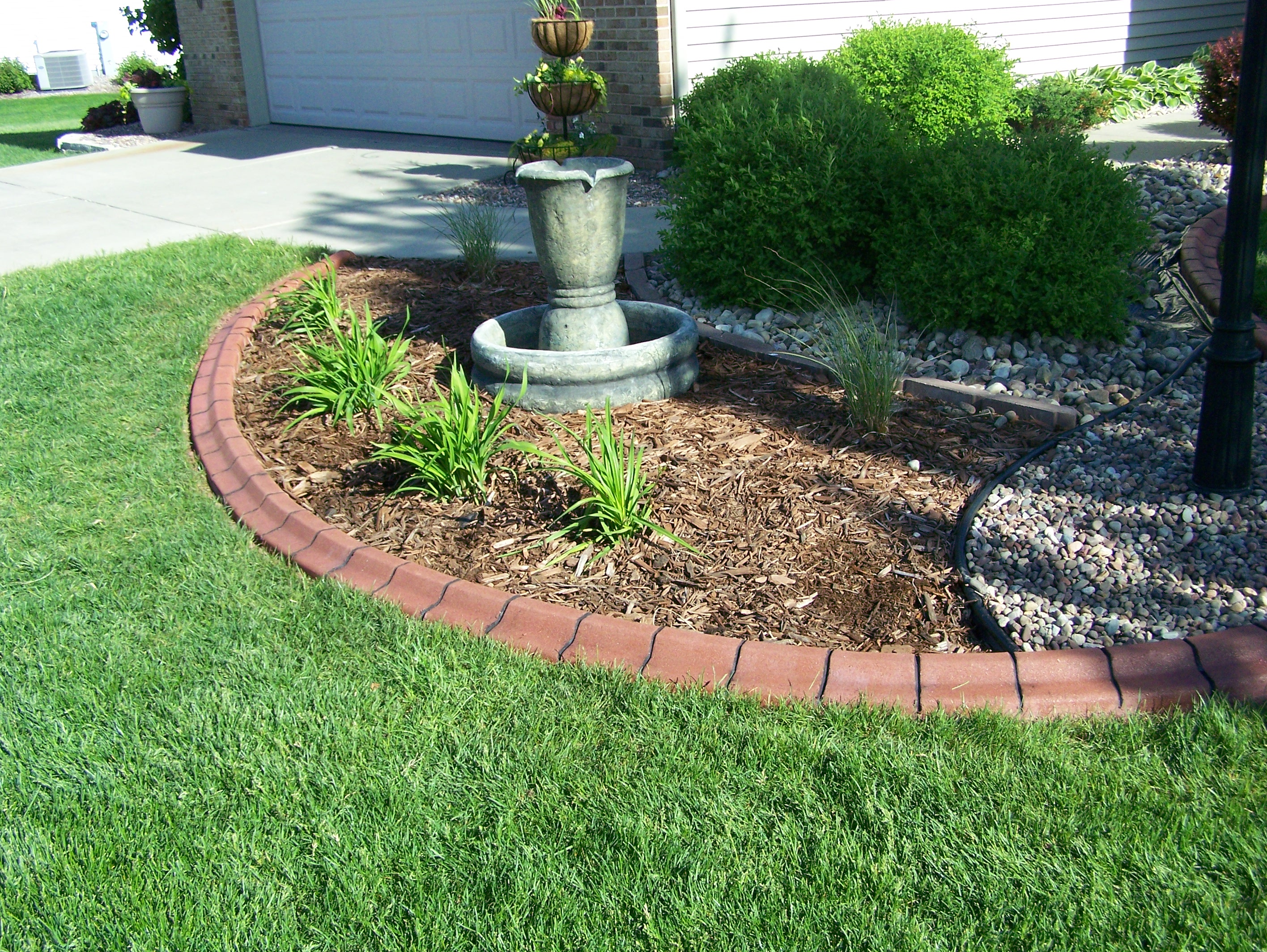 Decor cheap landscape border landscape edging ideas for Cheap easy landscape edging