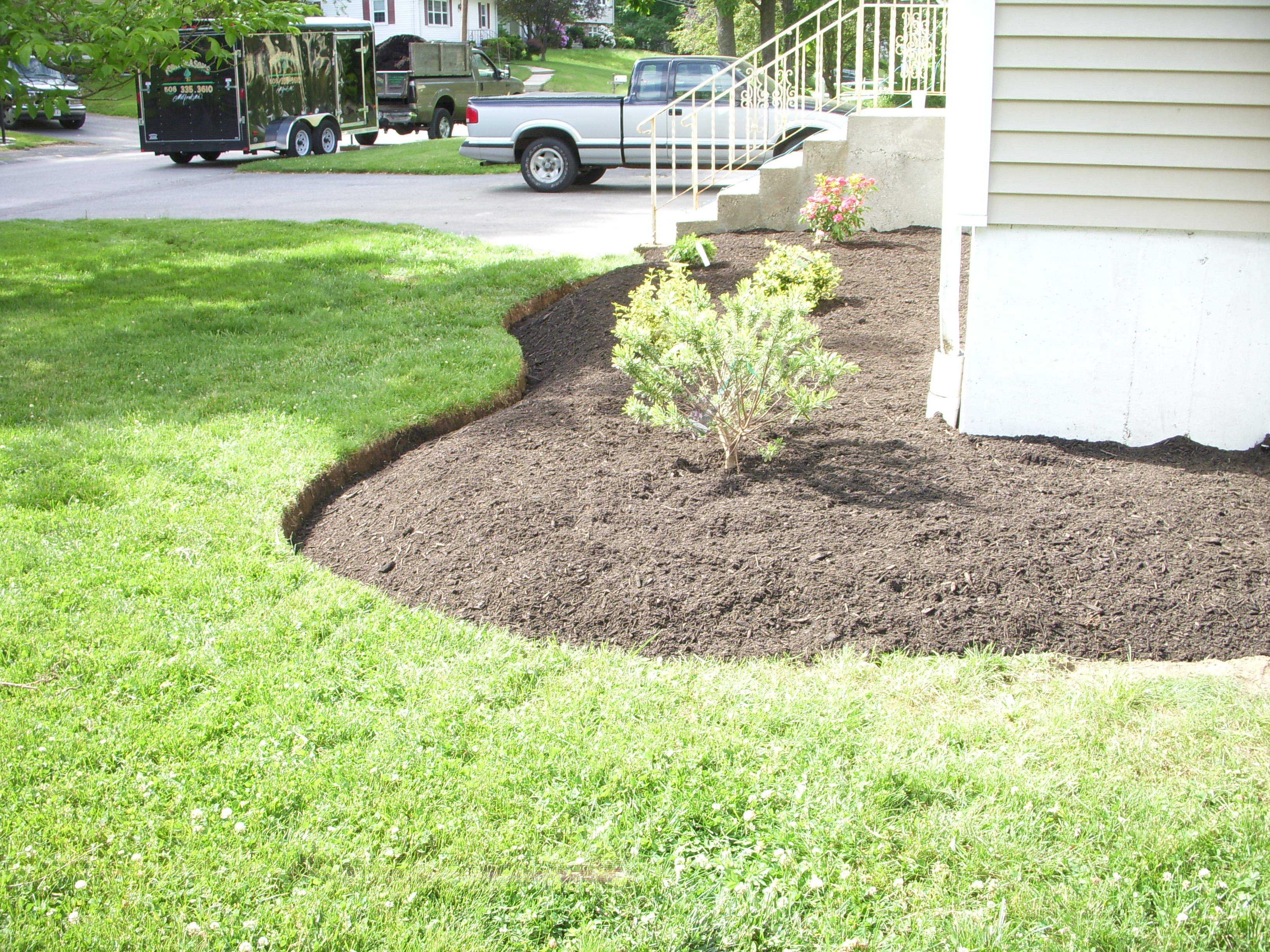 Landscape Edging Ideas | Rubber Landscape Border | Garden Dividers