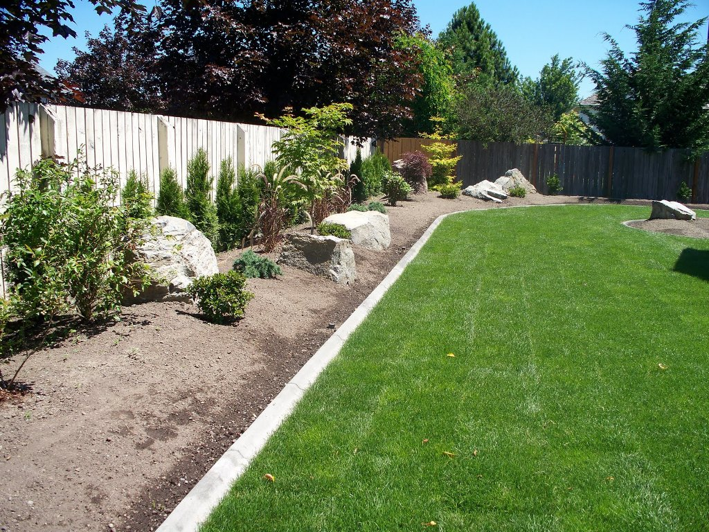 Landscape Edging Ideas | Rubber Landscape Border | Lawn Divider