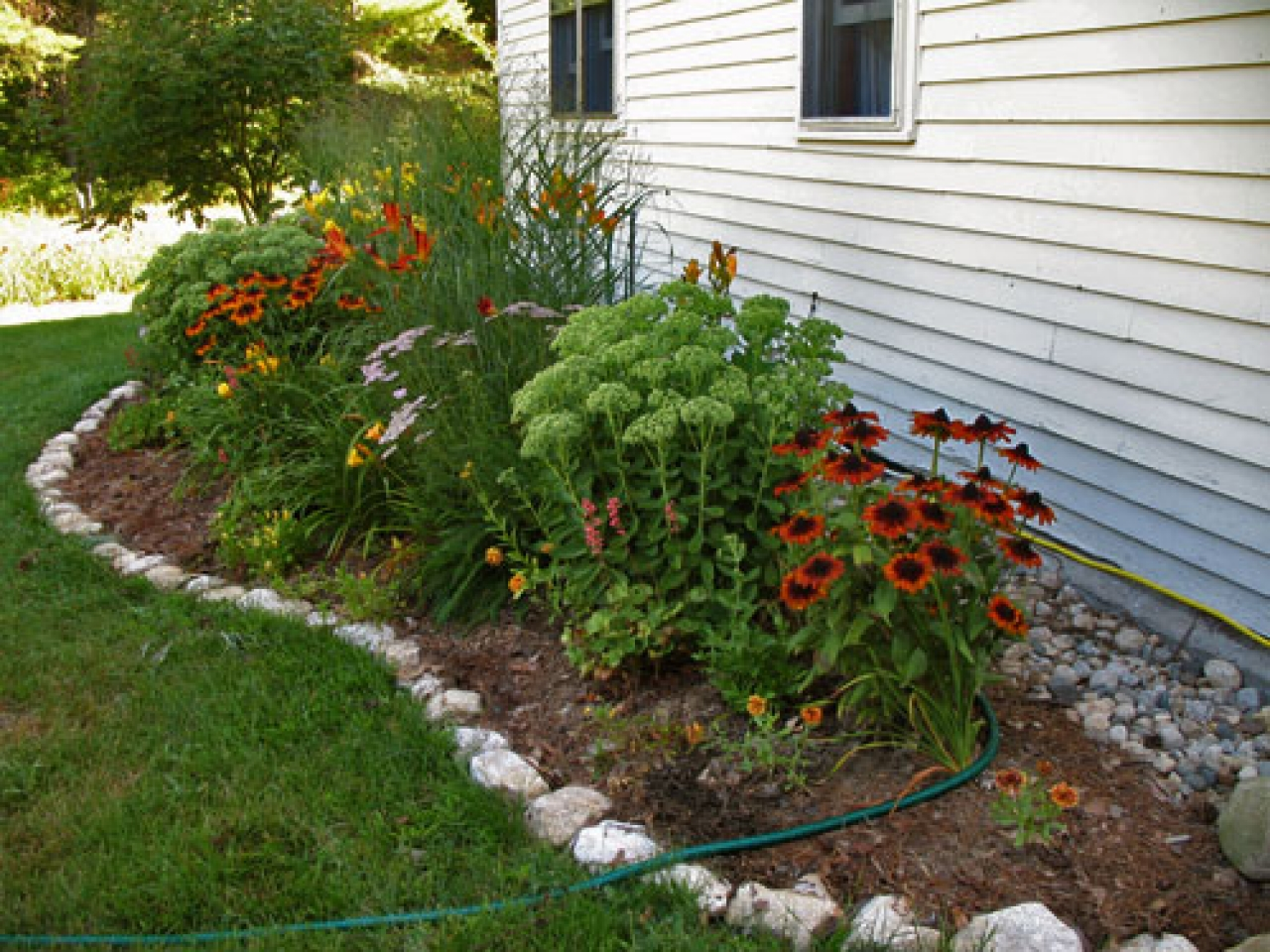 Decor: Landscaping Border Ideas | Edging Stones | Landscape Edging Ideas
