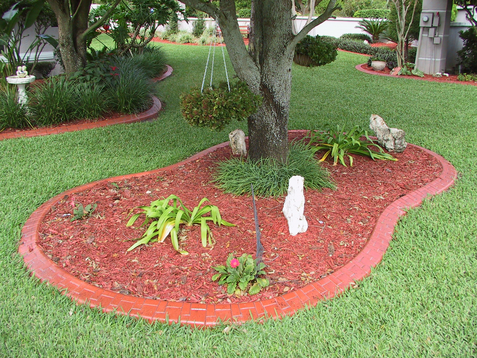 Decor edging bricks flower bed borders landscape for Mulch border ideas