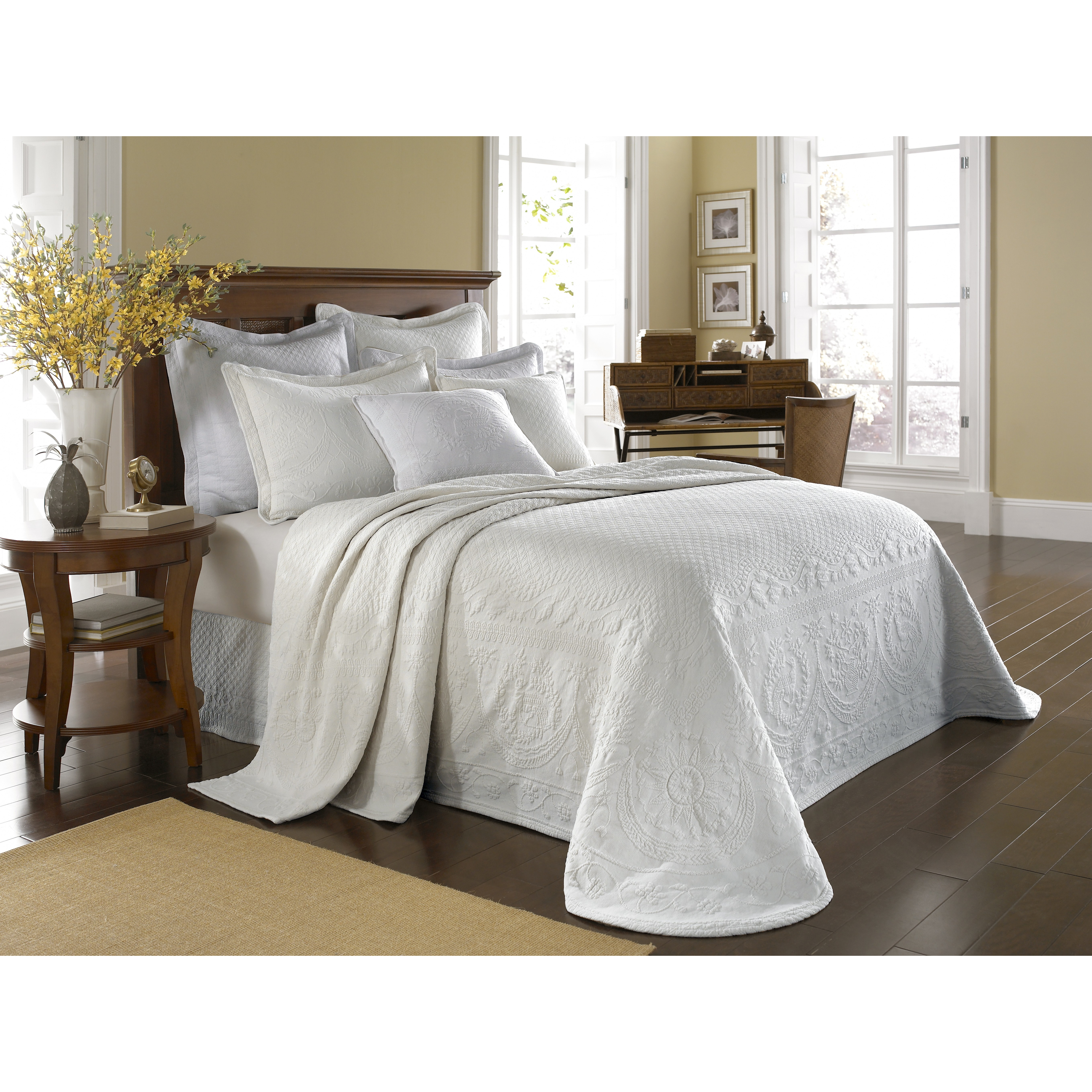 Bedroom: Matelasse Bedspreads | Chenille Bedspreads King Size ... : king size quilted bedspread - Adamdwight.com