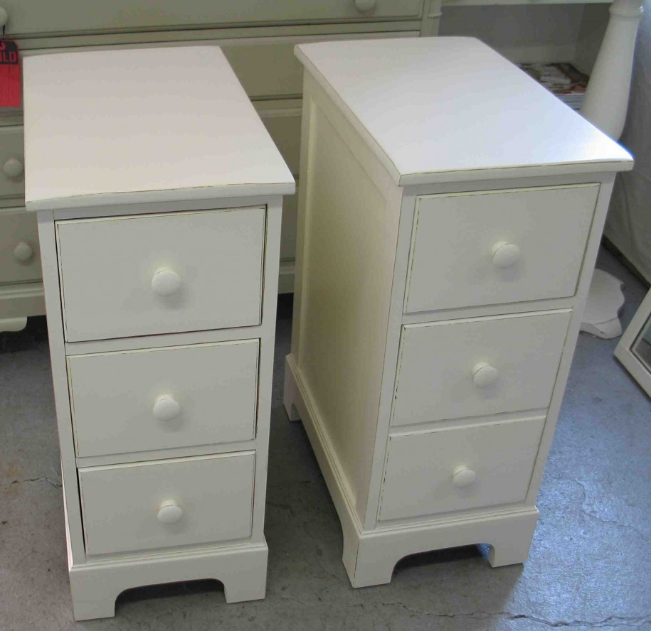 Narrow Nightstand | Small Bedside Table | Round Nightstand