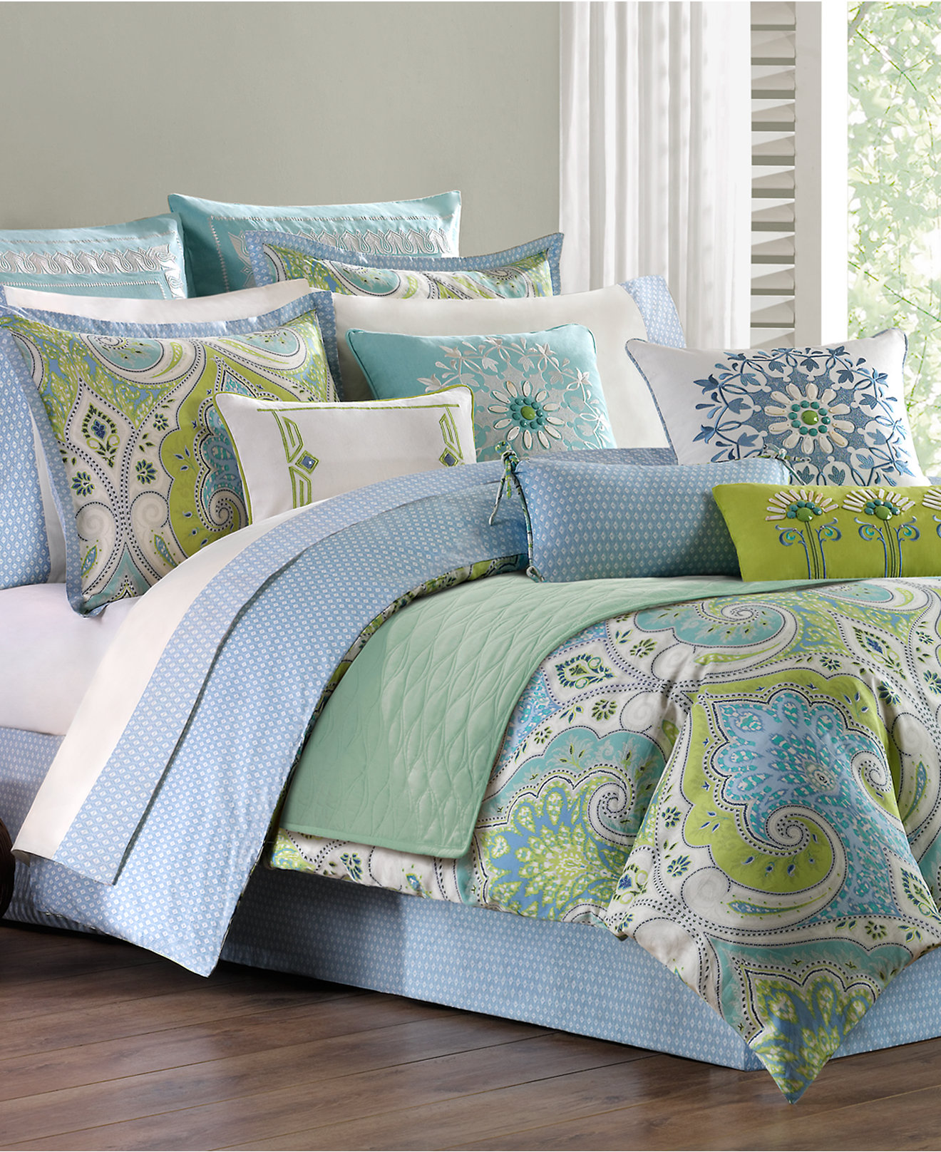 This Duvet Cover Set adds a timeless yet modern look to any bedroom. Reversible design gives a new look every time you make your bed. The bedding set features an impressive pattern on one side, which coordinates with a variety of styles in your bedroom.
