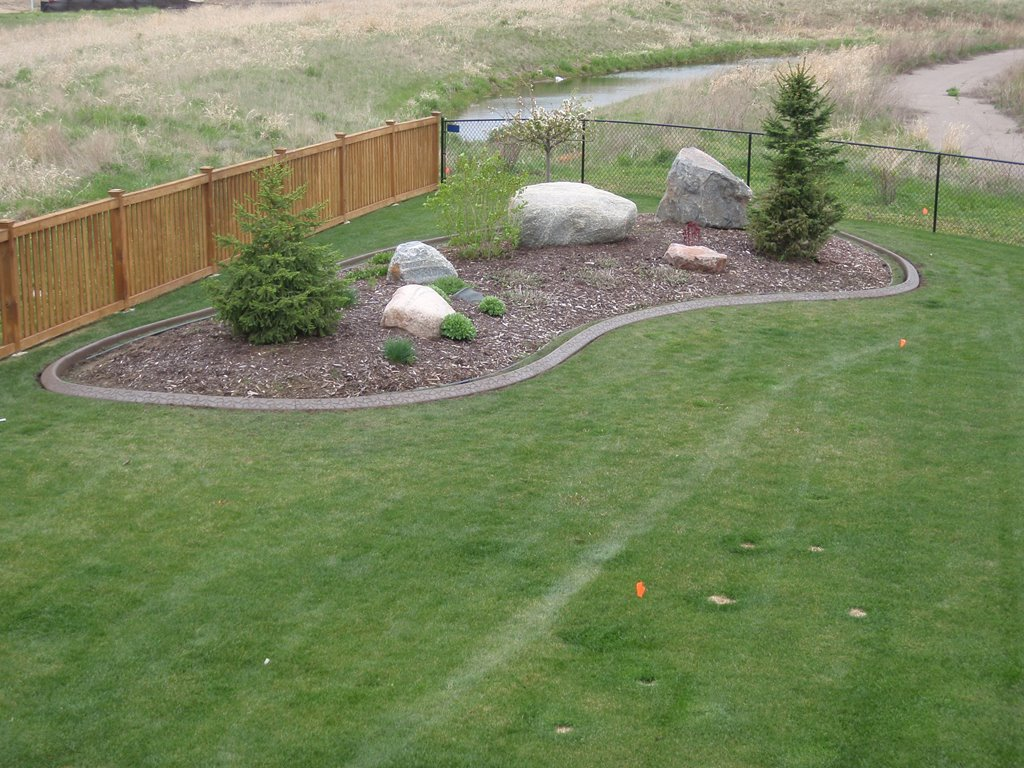 Plastic Lawn Edging | Landscape Edging Ideas | Plastic Edging Home Depot